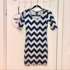 Zig Zag Fitted Mid-Sleeved Knit Dress